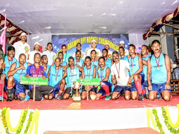 South Eastern Railway team with the trophy. Photo/ANI