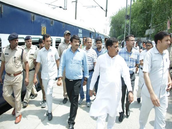 Minister of State for Railways Suresh Angadi inspecting Hazrat Nizamuddin station on Sunday. Photo/ANI
