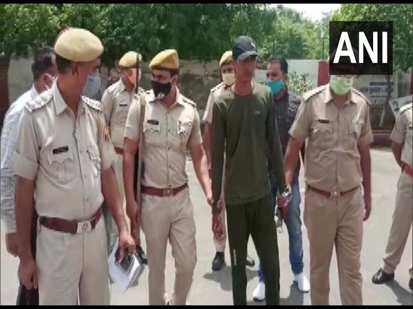 Police officials with prime accused in murder case of Bharatpur's doctor couple. (Photo/ANI)