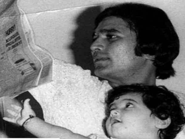 Childhood picture of actor Twinkle Khanna with father Rajesh Khanna (Image Source: Instagram)