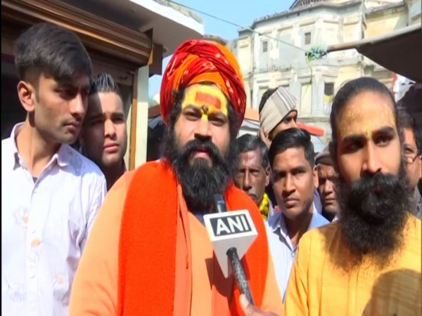 Hanumangarhi Mahant Raju Das speaking to ANI on Friday