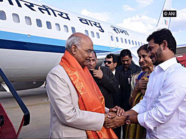 Andhra CM YS Jagan Mohan Reddy welcoming President Ram Nath Kovind at the Tirupati's Renigunta International airport on Saturday. Photo/ANI