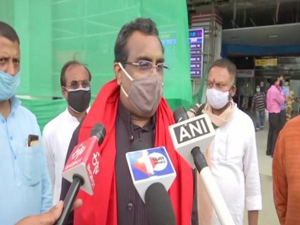 BJP national general secretary Ram Madhav speaks to media in Patna on Sunday [Photo/ANI]