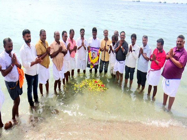 Tamil Nadu Arts and Literature Federation paid floral tribute to SP Balasubrahmanyam at Agnitheertham sea in Rameswaram on Saturday. [Photo/ANI]