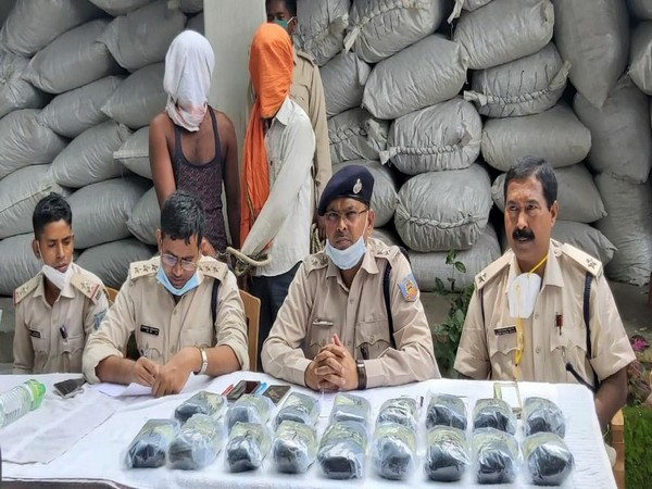 Two men arrested for sumggling 1877 kg of contraband substances to Rajasthan on August 10. Photo/ANI