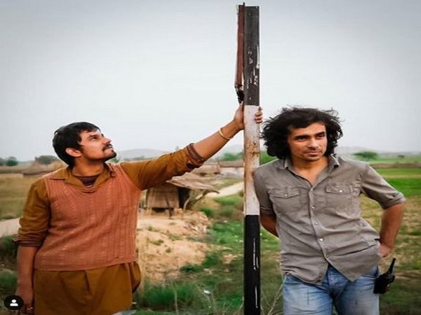 Actor Randeep Hooda with Director Imtiaz Ali during the shoots of movie 'Highway' (Image courtesy: Instagram)