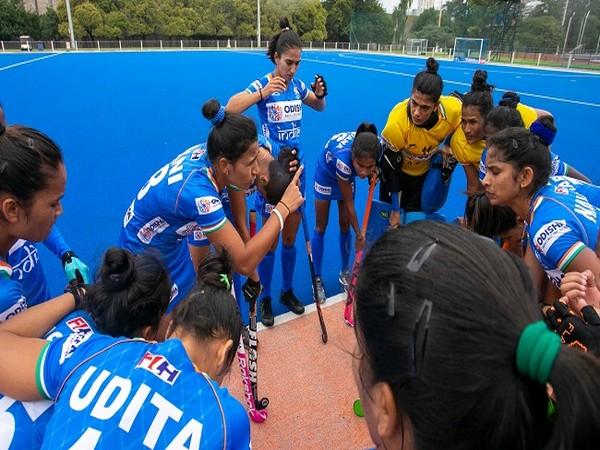 India women's hockey team skipper Rani Rampal with teammates. (Photo/ Hockey India)