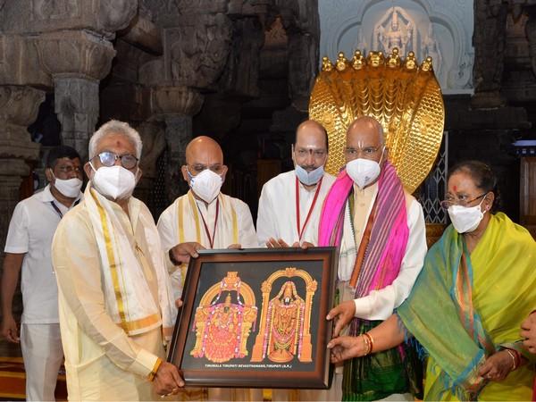 President Kovind receives token of appreciation at the Sri Venkateswara Swamy Temple in Andhra Pradesh (Photo ANI)