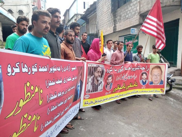 People showing support for Tanveer Ahmad, an activist and journalist arrested recently by local police and Pakistan's intelligence agencies.