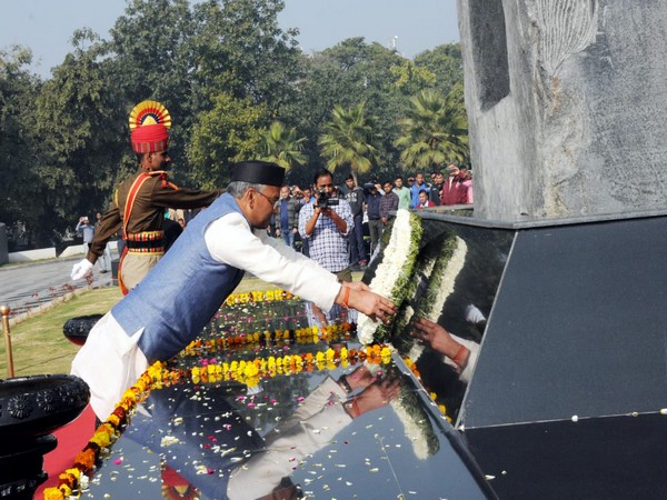 Uttarakhand Chief Minister Trivendra Singh Rawat pays floral tribute at National Police Memorial in New Delhi on Monday. Photo/ANI