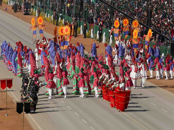 Artists perform during the full dress rehearsal for the Republic Day Parade, in New Delhi on January, 23.
