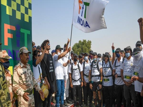 Kiren Rijiju and Vidyut Jammwal during the 200-km long 'Fit India Walkathon' flag-off (Photo/ Kiren Rijiju Twitter)