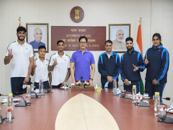 Sports Minister Kiren Rijiju with Indian judo team players and coach