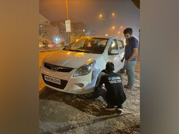Road Side Assistance on the highway by AUTO i CARE