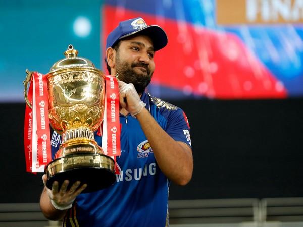 Rohit Sharma with IPL trophy (Photo: BCCI/ IPL)