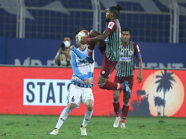 Roy Krishna leaps high to evade a challenge from Aitor Monroy. (Image: ISL)