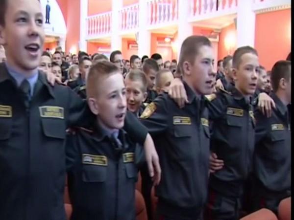Russian soldiers singing 'Aye Watan .....'