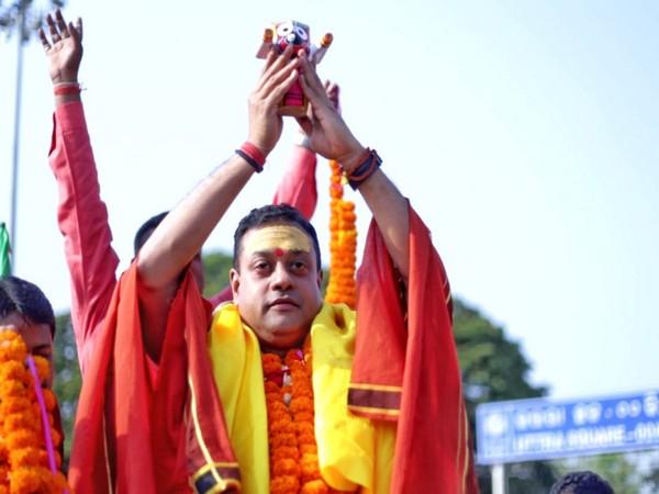 BJP leader Sambit Patra holding idol of Lord Jagannath
