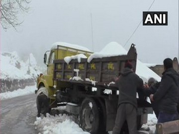 Snow clearing operation is being carried out by National Highways Authority of India in Shimla [Photo/ANI]