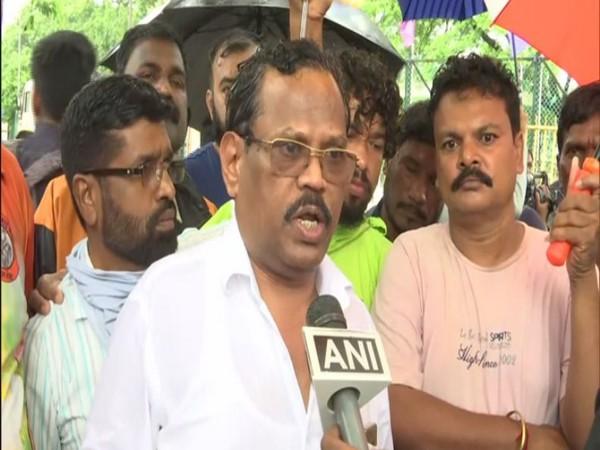Manohar Bhoir, Shiv Sena MLA speaks to ANI in Navi Mumbai on Tuesday. [Photo/ANI]
