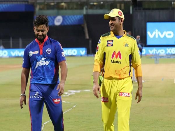 Rishabh Pant with MS Dhoni (Image: BCCI/IPL)