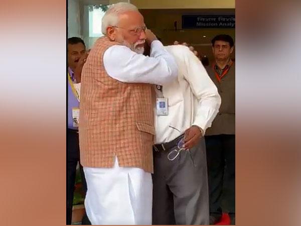 PM Modi consoles ISRO Chairman K Sivan as he breaks down. Photo/ANI