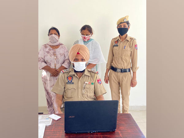 SI Gurcharan Singh(STF) with a policewomen and the two arrested for smuggling heroin