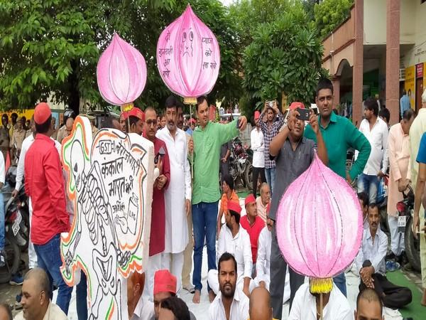 Samajwadi Party protesting in Gorakhpur on Tuesday. Photo/ANI