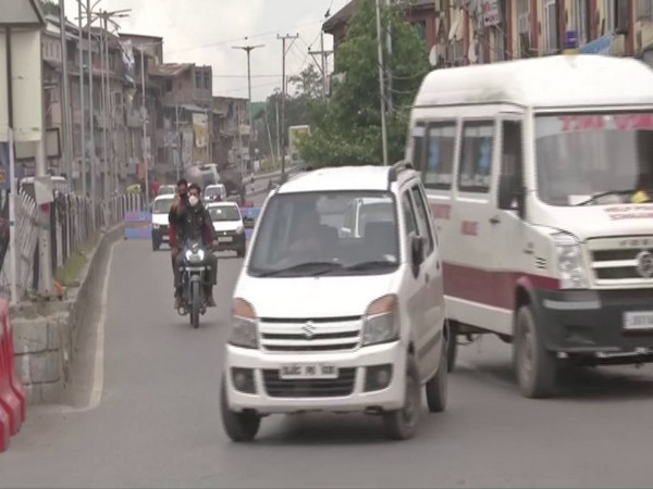Vehicular movement increases in Jammu and Kashmir amid #Unlock1. (Photo/ANI)