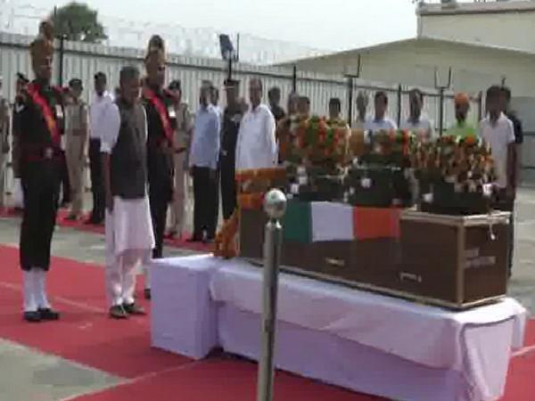 Deputy CM Sushil Modi pays tribute to martyr Havildar Amarjeet Kumar (Photo/ANI)