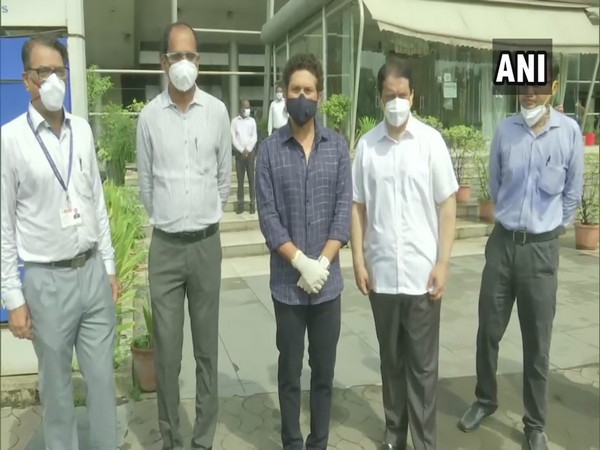 Sachin Tendulkar (in the middle) with officials at Seven Hills Hospital