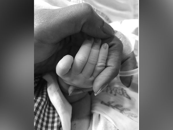 Sameera Reddy shared a picture of her daughter's hand (Image Courtesy: Instagram)