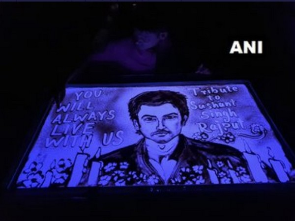 Sand animator Manas Kumar Sahoo pays tribute to late actor Sushant Singh Rajput (Photo/ANI)