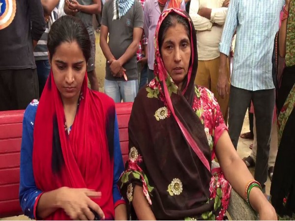 Sister and mother of Sanjeet Yadav (Photo/ANI)