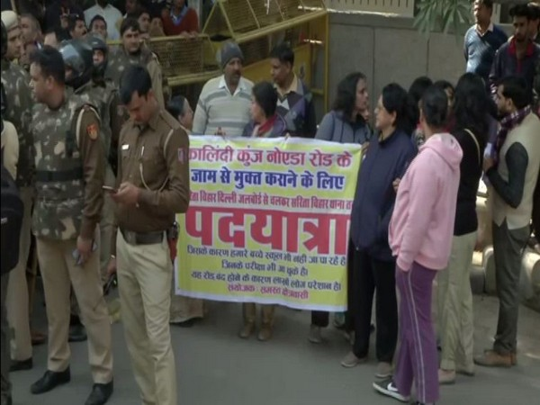 Residents of Sarita Vihar held a protest on Sunday demanding removal of barricades from road number 13A in the area. Photo/ANI