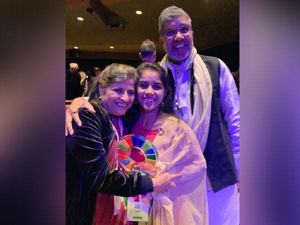 Kailash and Sumedha Satyarthi with Payal Jangid. Photo/Kailash Satyarthi Twitter