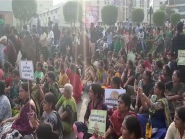 Women protestors also staged a sit-in at Bandar road.