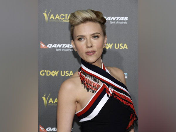 Scarlett Johansson at the 2015 G'Day USA Los Angeles Gala honoring actor Chris Hemsworth with an Excellence in Film Award