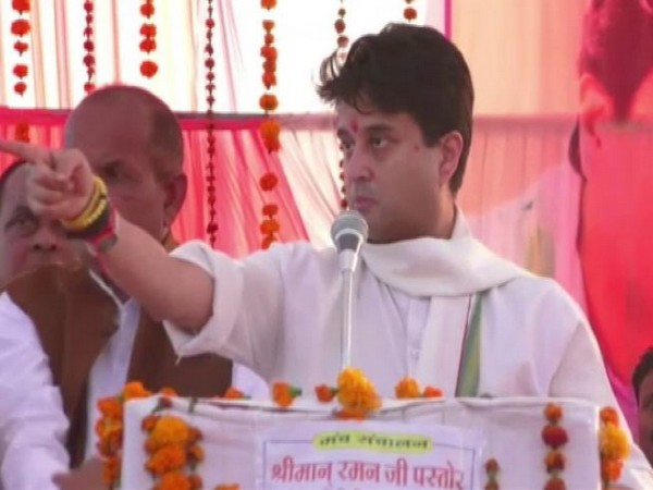 Congres General Secretary Jyotiraditya Scindia addressing a rally in Tikamgarh on Thursday. Photo/ANI