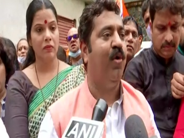 BJP holds protest against Javed Akhtar's statement in Mumbai
