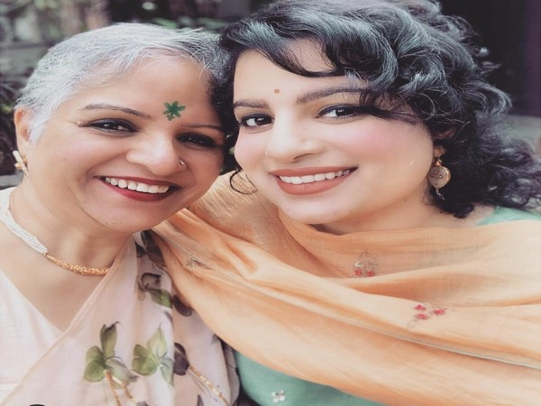 Mallika Dua with her late mother (Image source: Instagram)