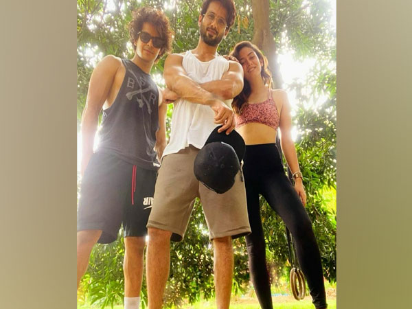 Shahid with Mira and Ishaan (Image source: Instagram)