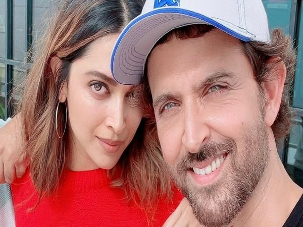 Hrithik Roshan poses with Deepika Padukone (Image source: Instagram)