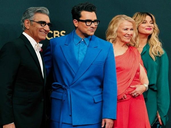 'Schitt's Creek' cast at Emmys 2021 (Image source: Twitter)