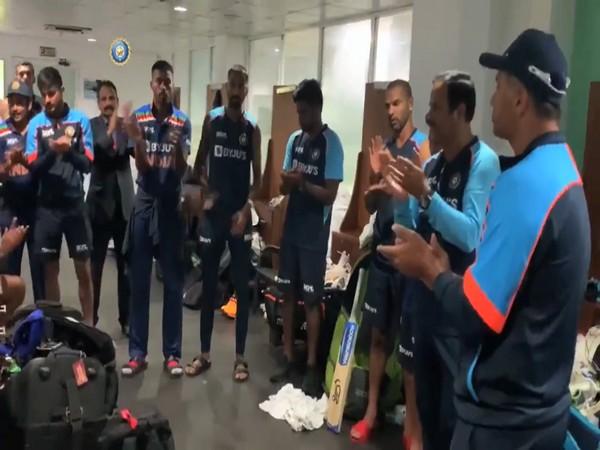 Rahul Dravid addresses team in the dressing room. (Photo: Screen grab via BCCI's Twitter)
