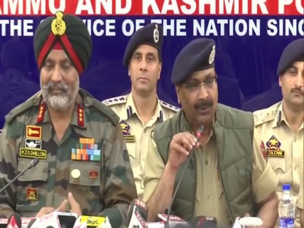 GOC, 15 Corps, KJS Dhillon and Jammu-Kashmir DGP Dilbagh Singh addressing a press conference in Srinagar on Wednesday. Photo/ANI