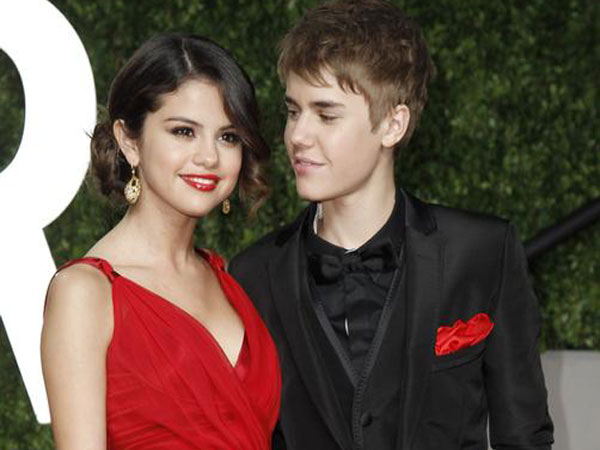 Justin Bieber and Selena Gomez at the 2011 Vanity Fair Oscar party