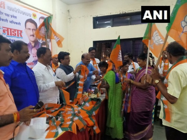 Around 400 Shiv Sena workers joined BJP on Wednesday. (Photo/ANI)