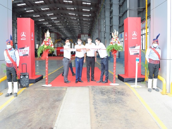 Senior management members inaugurating the paint shop of Sany India at Chakan, Pune.
