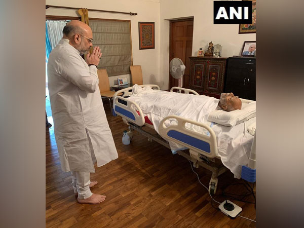 Union Minister Amit Shah paid last respects to Shri Ram Jethmalani ji at his residence in New Delhi ob Sunday morning. (Photo/ANI)